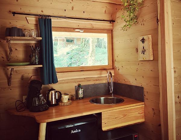 Cuisine équipée cabane Peerce Neige Val de loue